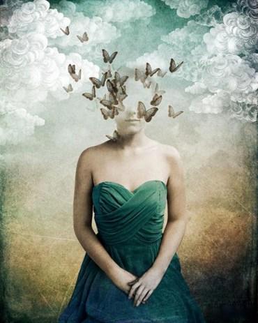 Mujer y mariposas de Christian Schloe