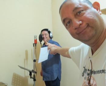Alex Hernández, grabando la voz de SÓLO EL TIEMPO