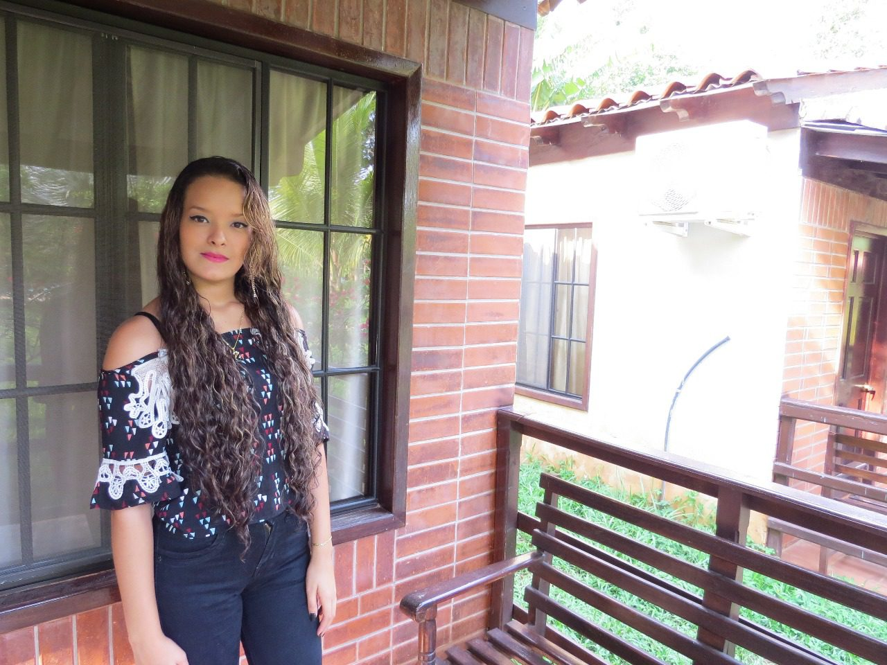 Karla González en el video de EL TIEMPO Y LA SOLEDAD arreglo 2